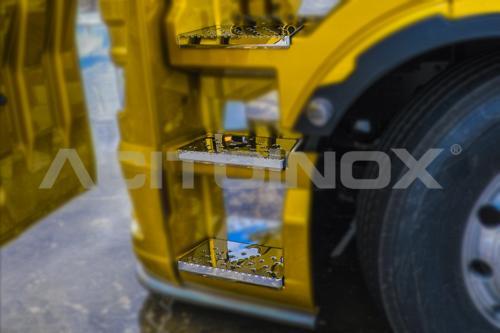 Ozdobne nakładki ze stali nierdzewnej na stopnie kabiny do MAN NTGX 2020 -, nr kat. 17AP008TGX20 - zdjęcie 1